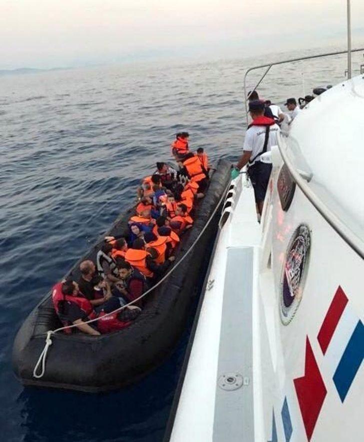 Didim ve Kuşadası'nda lastik botta 55 kaçak yakalandı
