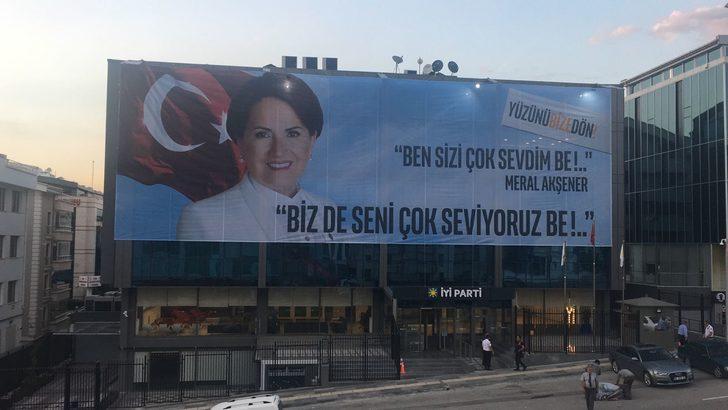 Meral Akşener diretiyor, İYİ partililer vazgeçmiyor! Ankara'daki genel merkezin duvarında dikkat çeken afiş!
