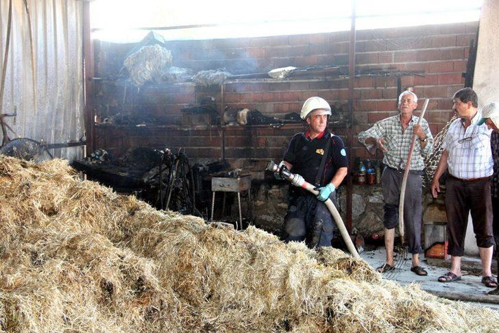 Ahır ve samanlıktaki yangını söndürmeye çalışan çift yaralandı
