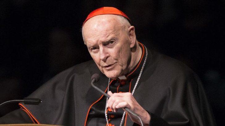 Papa Cinsel Tacizle Suçlanan Kardinal İstifasını Kabul Etti