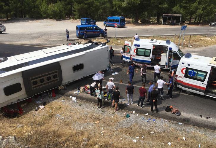 Antalya'da turistleri taşıyan otobüs kaza yaptı! Çok sayıda ölü ve yaralı