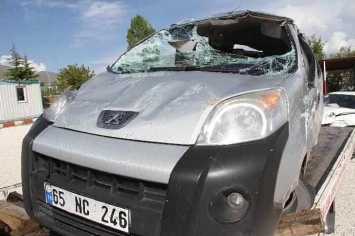 Muradiye'de Trafik Kazası: 1 Ölü, 1 Yaralı
