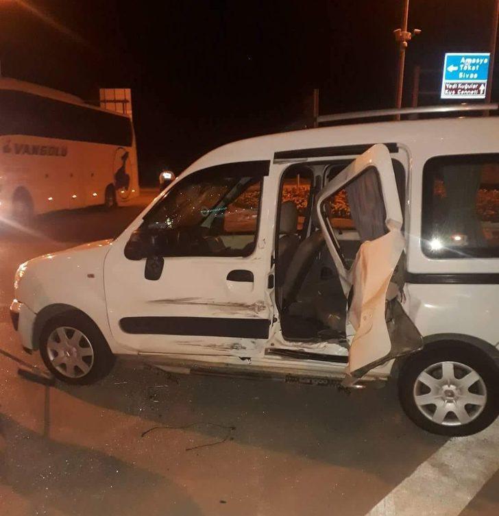 Amasya'da kamyonetler çarpıştı: 1'i çocuk 6 yaralı