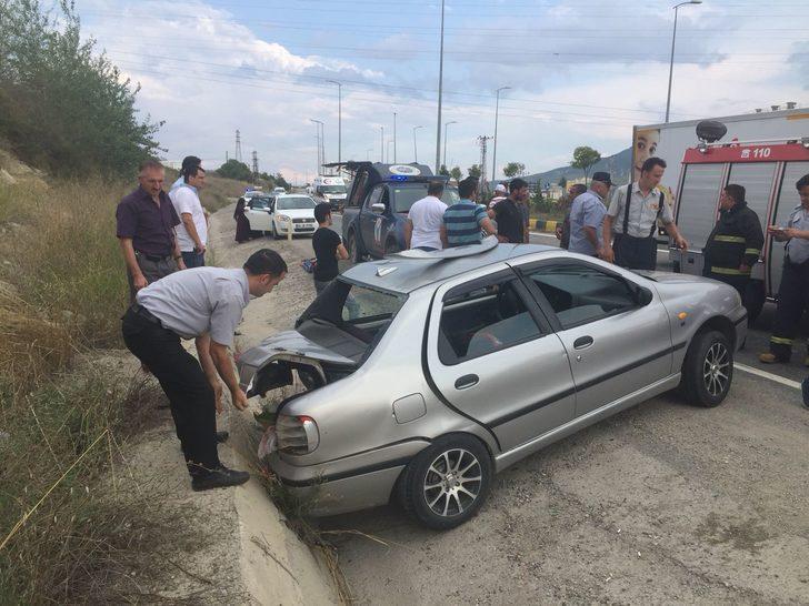 Karabük'te otomobil ile kamyonet çarpıştı: 4 yaralı