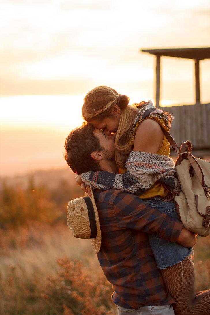 Eşinize Sarılmanın Faydaları