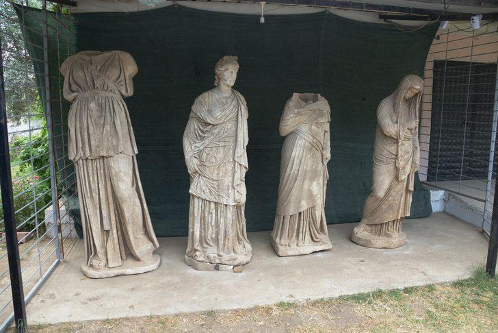 Magnesia Antik Kenti'nden heykel fışkırdı! 2 bin yıllık oldukları tahmin ediliyor!
