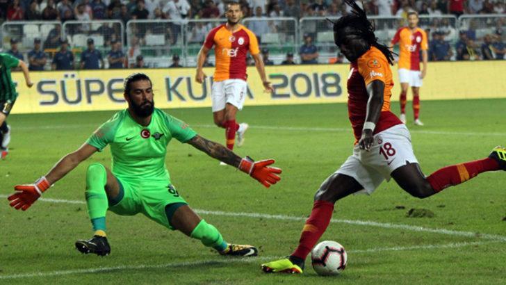 Bafetimbi Gomis'ten kaçan penaltı sonrası olay paylaşım