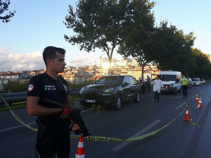 'Dur' ihtarına uymayan lüks araçtakilere polis ateş açtı: 1 yaralı (1)