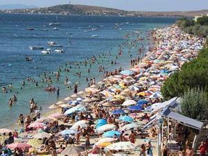 Yaklaşık 3 bin kişinin yaşadığı Avşa Adası'nın, 9 günlük Kurban Bayramı tatilinde günde 120 bin vatandaşı ağırlayacağı tahmin ediliyor