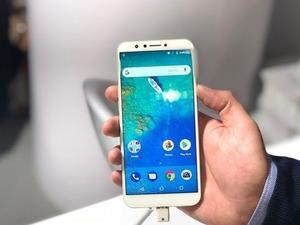 """Cumhurbaşkanı Erdoğan'ın """"ABD'nin elektronik ürünlerine biz boykot uygulayacağız. Onların iPhone'u varsa öbür tarafta Samsung var, Venüs var Vestel var"""" sözlerinin hemen ardından gözler akıllı telefon pazarına çevrildi."""