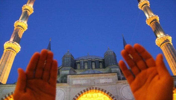 Kurban keserken okunacak dualar: Diyanet kurban kesilirken hangi duaların okunmasını tavsiye ediyor?