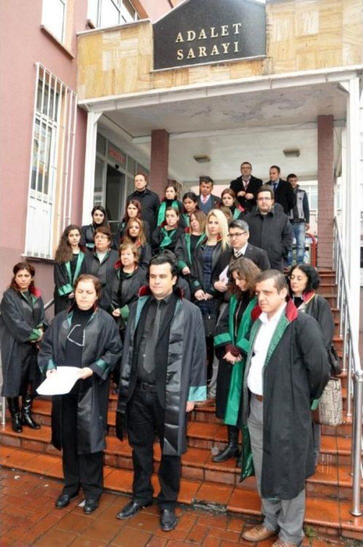 Bartın'da Avukatlar, Özgecan'ın Öldürülmesini Protesto Etti