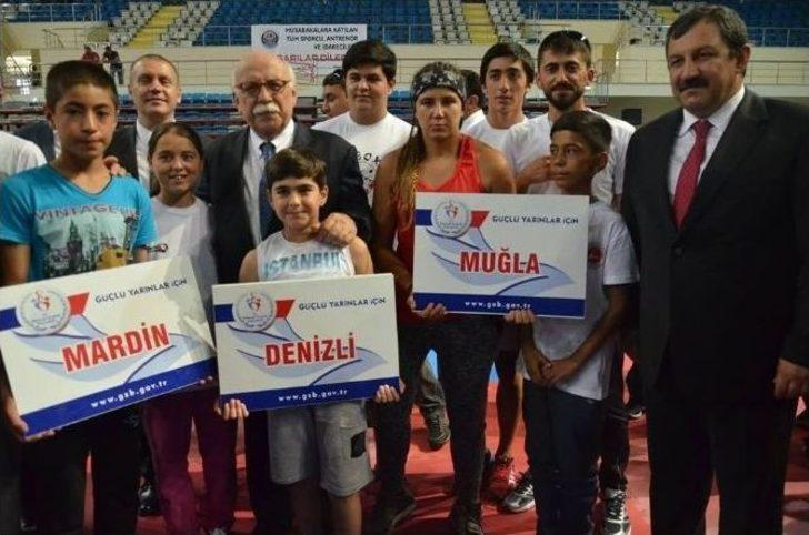 Merkez Haberleri: Boks şampiyonasında Türkiye üçüncüsü oldu 95