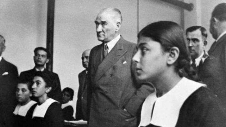 Ders kitaplarında Atatürk posteri yok