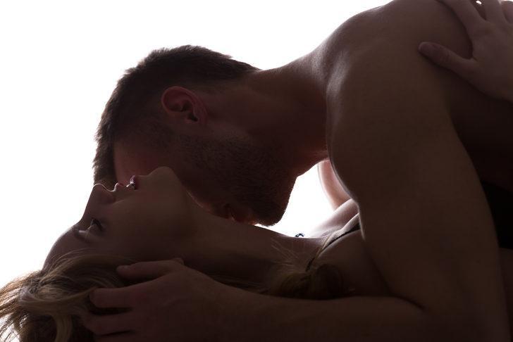 Orgazm esnasında yüzünüzün aldığı şekil ne anlama geliyor? Eğer gözlerinizi kapatıyorsanız...