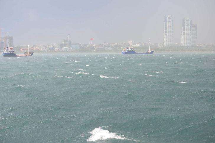 İstanbul'da yağmur//Ek fotoğraflarla