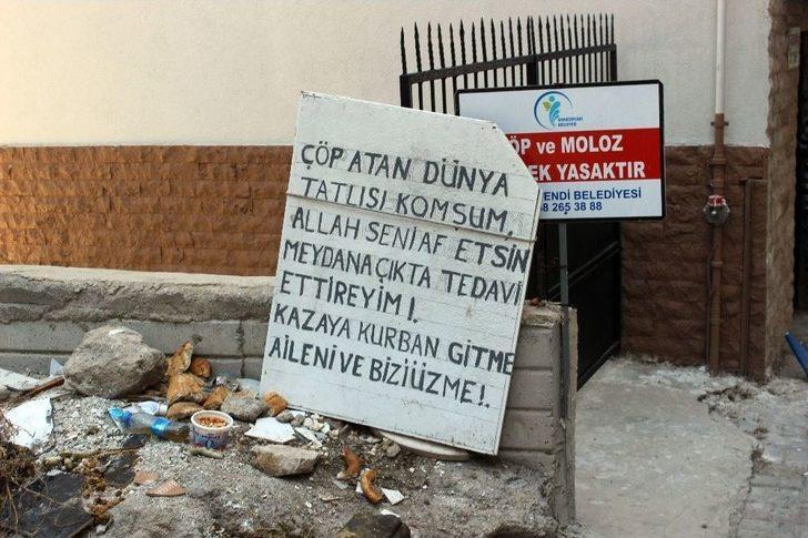 """Çöplerden Bıkan Vatandaştan """"kazaya Kurban Gitmeyin"""" Yazılı Pankart"""