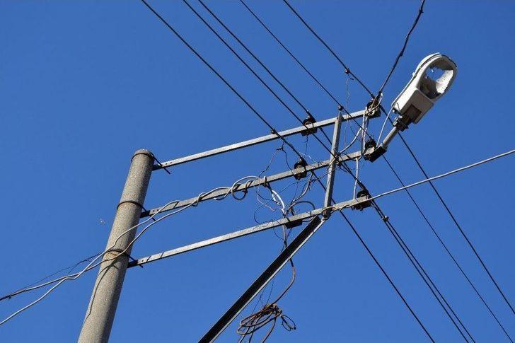 Şehir Magandaları Elektrik Direklerini Hedef Tahtasına Çevirdi ...