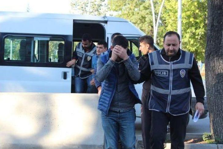 Market Soyguncuları, Suçüstü Yakalandı: 3 Gözaltı