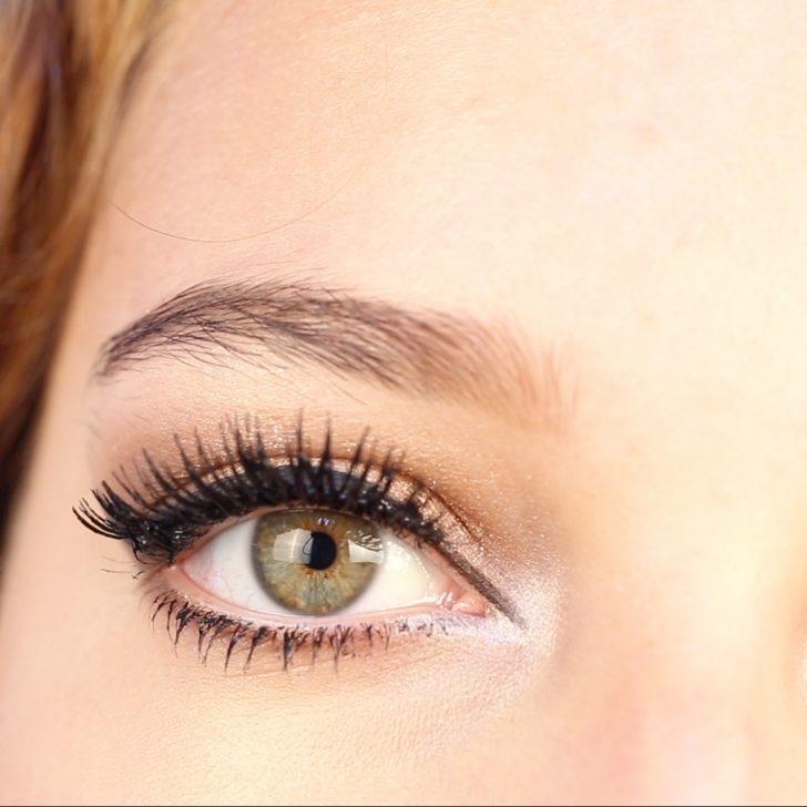 Renkli Gözler İçin Gold Göz Makyajı
