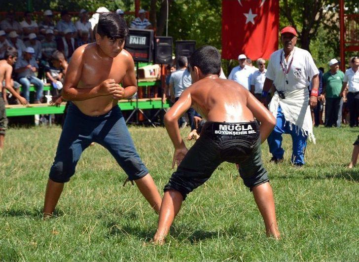 Büyükşehir'in Güreşçileri Er Meydanında 26 Madalya Aldı