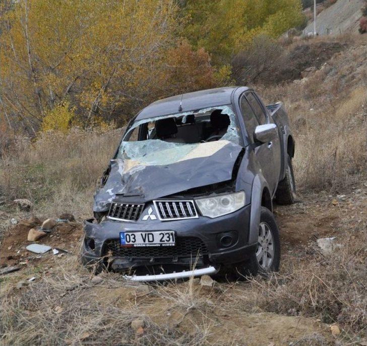 Otomobil Şarampole Yuvarlandı, Sıkışan Sürücü Kurtarıldı