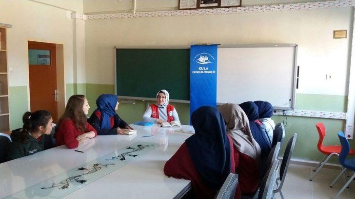 Kula'da Gençler Kitap Okuma Halkaları Oluşturuyor