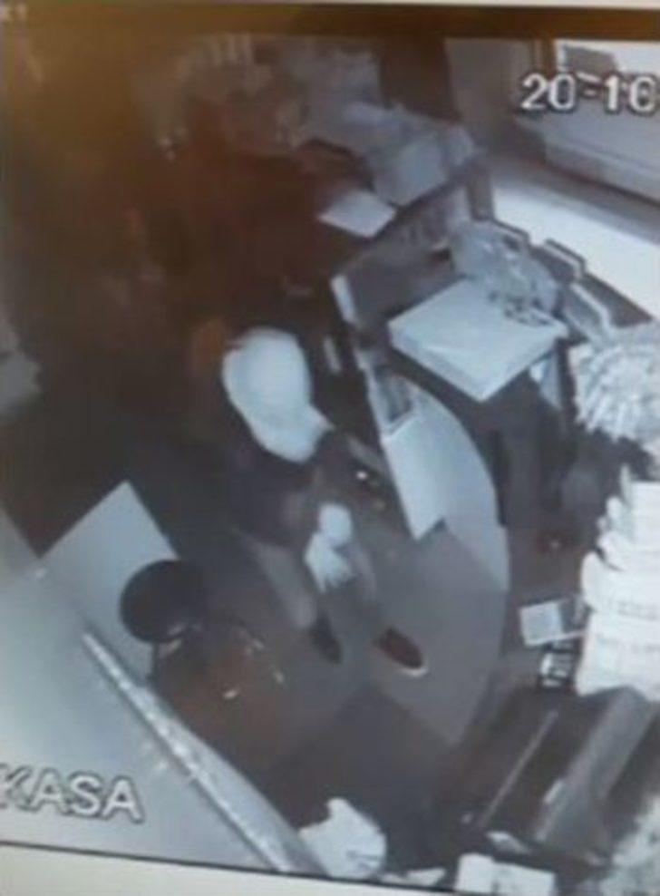 13 İş Yerini Soyan Hırsızlar Güvenlik Kameraları İncelenerek Yakalandı
