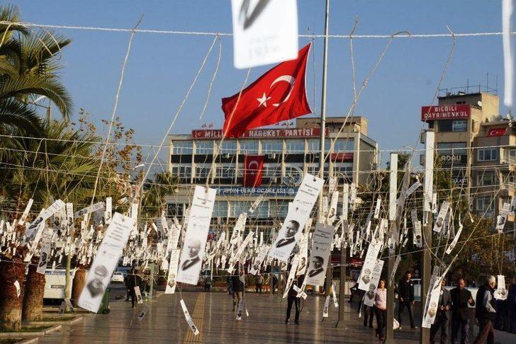 Atatürk'ün Anısına Meydana 3000 Kitap Ayracı Astılar