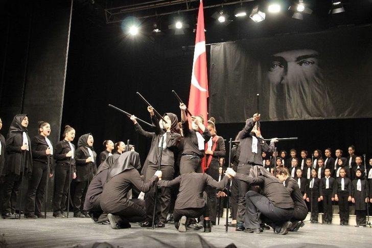 Atatürk'ü Anma Programında Öğrencilerin Gösterisi Büyük İlgi Gördü