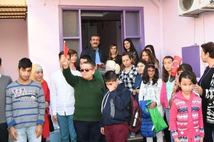 Başkançetin, Görme Engelli Çocuklara Baston Hediye Etti