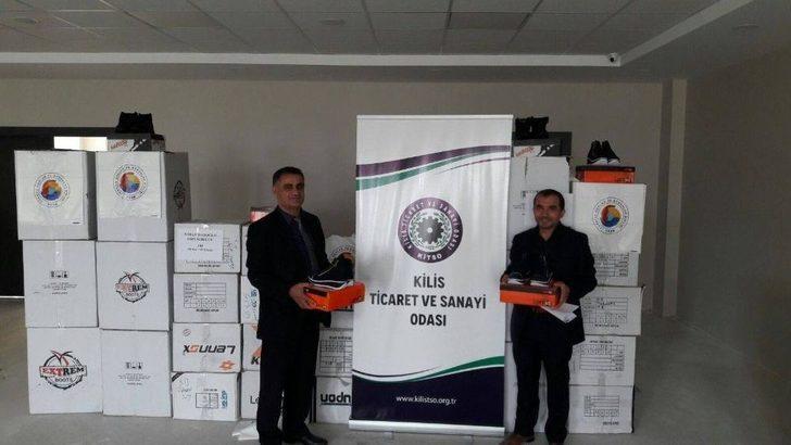 Kilis'te Bin 130 İhtiyaç Sahibi Öğrenciye Kışlık Ayakkabı Yardımı