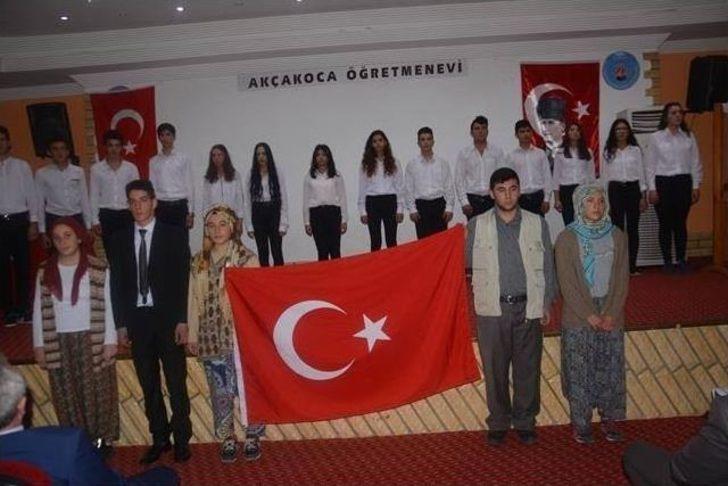 Akçakoca'da 10 Kasım Etkinliklerinde Öğrenciler Göz Doldurdu