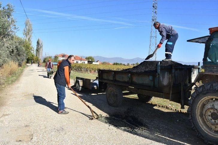 Alaşehir Belediyesi 5 Mahallede Birden Çalışıyor
