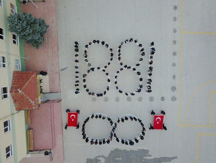 Atatürk Sevgisi Okul Bahçelerinde