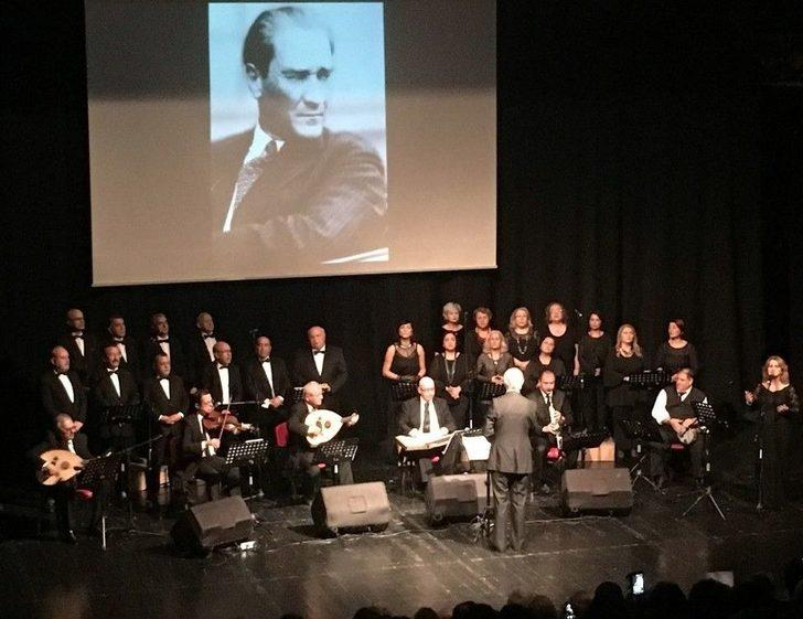 Atatürk Avcılar'da Sevdiği Şarkılarla Anıldı