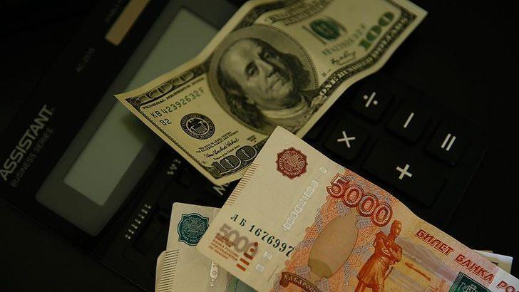 Rus rublesi dolar karşısında 2,5 yılın en düşük seviyesinde