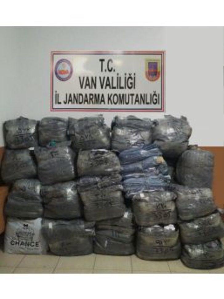 Van'da 250 Bin Tl'lik Tekstil Ürünü Ele Geçirildi