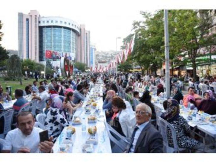 İzmit Belediyesi, Ramazan Ayında 15 Yerde İftar Verecek