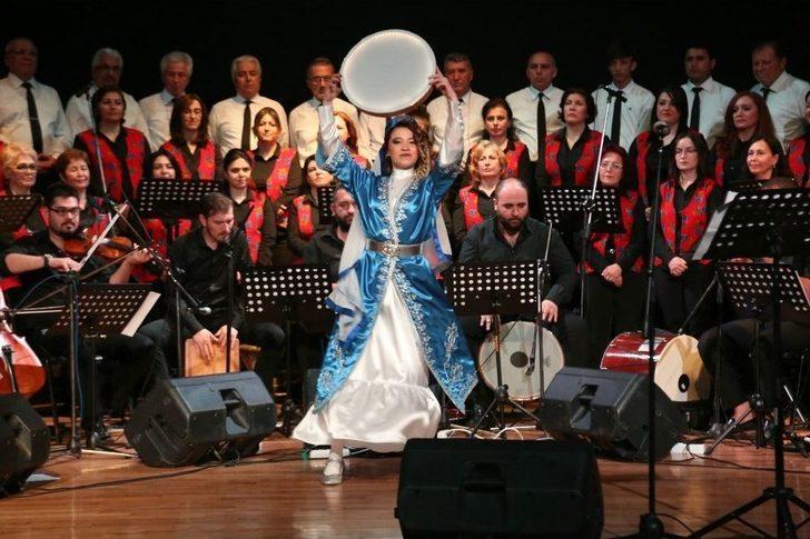 Halk Müziği Korosu Ayakta Alkışlandı