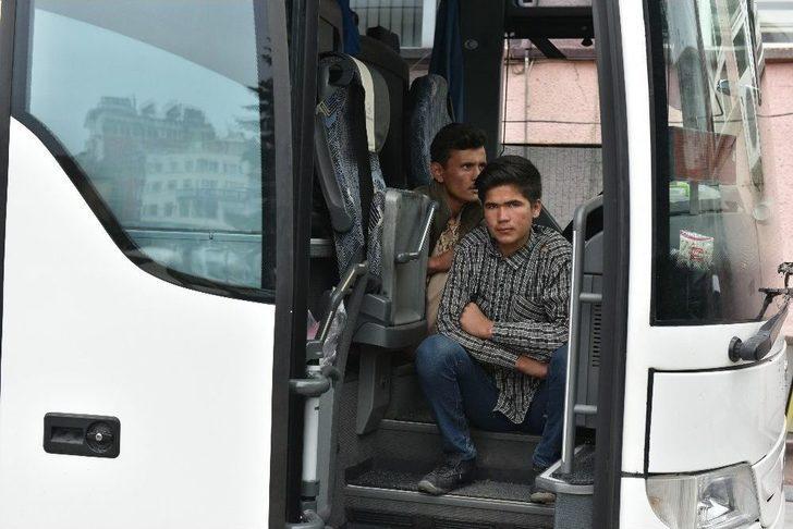 Tosya'da Yolcu Bileti Kesilen 50 Kaçak Göçmen Yakaladı