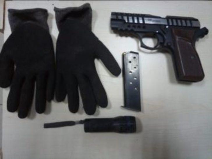 Özel Kuvvetler'in Kullandığı Silahı Gömmeye Çalışırken Yakalandılar