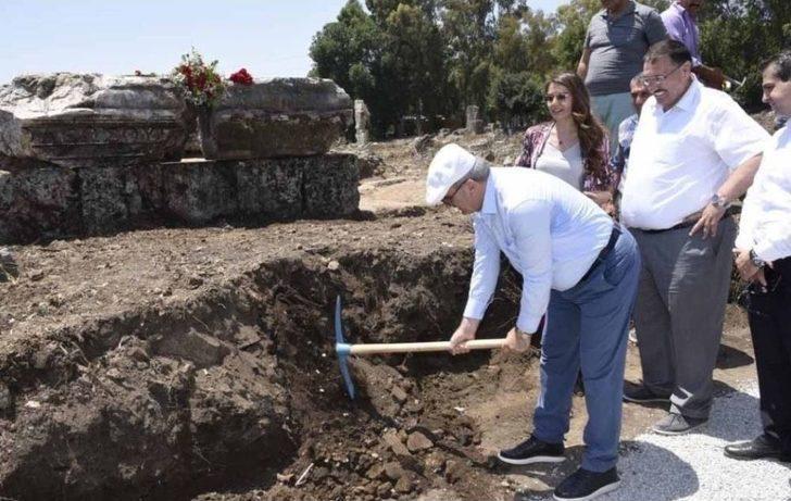Valinin İlk Kazmayı Vurduğu Yerde Dünyanın İlk Kadın Belediye Başkanının Anıt Mezarının Podyumu Çıktı