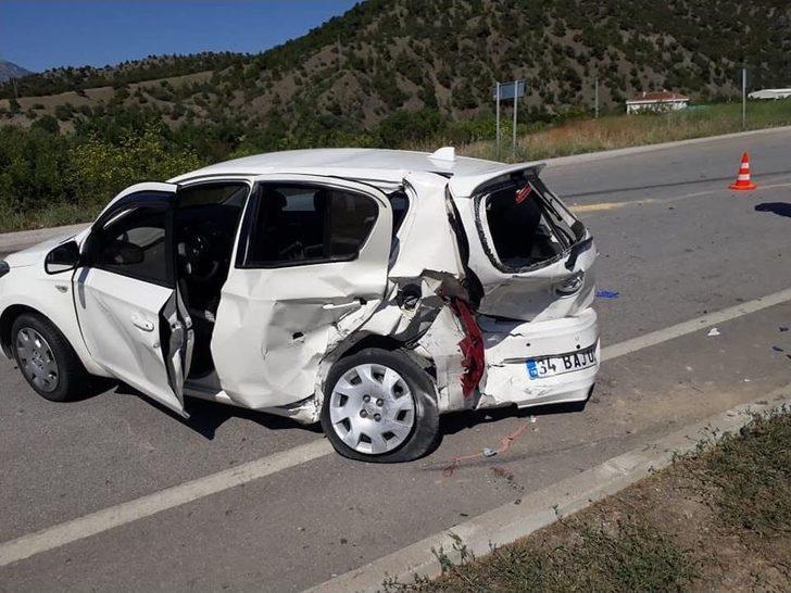 Çorum'da Otomobiller Çarpıştı: 8 Yaralı