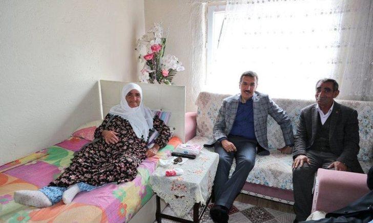 Bakan Tüfenkci'den Sultan Teyze'ye Çat Kapı Ziyaret