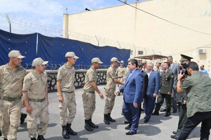 Ali Şahin Arefe Gününde Jandarma Ve Polislerle Bir Araya Geldi