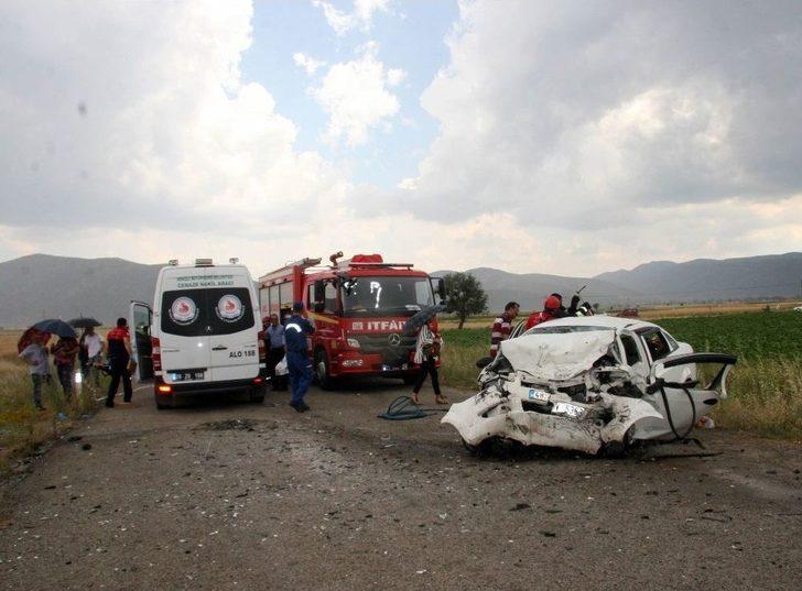 Denizli'de Trafik Kazası: 3 Ölü