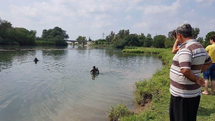Terliği Su Kenarında Bulunan Kayıp Kadın Ceyhan Nehri'nde Aranıyor