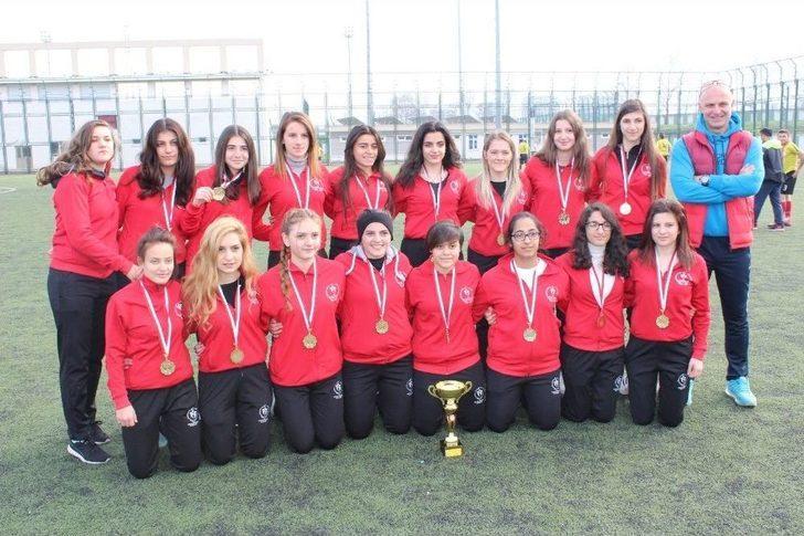 Kız Futbol Takımı Namağlup Şampiyon Oldu