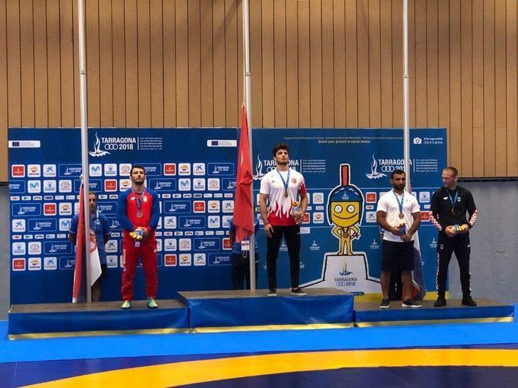 Yunus Emre Başar, Dünya Ve Olimpiyat Şampiyonu Sırp Davor Stafank'i Yenerek Altın Madalya Kazandı.
